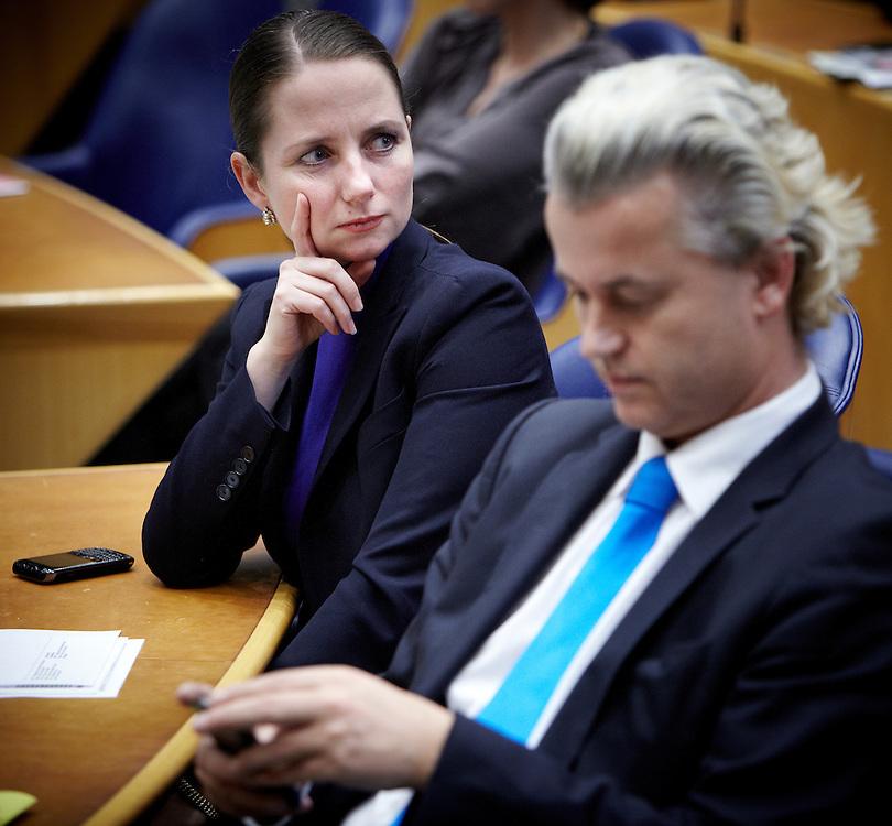 Nederland. Den Haag, 24 april 2012.<br /> PVV Fleur Agema en Geert Wilders. Demissionair premier Mark Rutte en demissionair minister Maxime Verhagen  tijdens het debat in de Tweede Kamer over de val van het kabinet.<br /> Tweede Kamer, verklaring van de Minister-President over de ontstane politieke situatie. Daags na het aanbieden van het ontslag van kabinet Rutte I. Mark Rutte, kabinetscrisis, minderheidskabinet met gedoogsteun, gedoogakkoord, regeerakkoord, politiek, <br /> Foto : Martijn Beekman