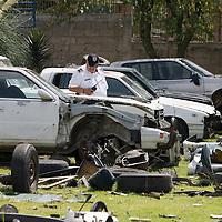 Toluca, Mex.- Policías de la Agencia de Seguridad Estatal (ASE) en respuesta a una denuncia ciudadana, desmantelaron tres predios en el centro de Toluca, en Santa Cruz Atzcapotzaltongo y en San Mateo Otzacatipan, donde se localizaron desvalijados al menos diez vehiculos robados, durante el operativo se aseguraron a siete personas. Agencia MVT / Mario Vazquez de la Torre. (DIGITAL)<br /> <br /> NO ARCHIVAR - NO ARCHIVE