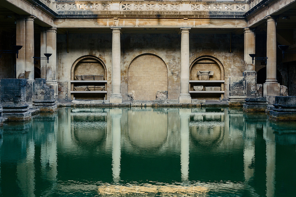 The Roman Baths complex is a site of historical interest in the English city of Bath. The house is a well-preserved Roman site for public bathing. The Roman Baths themselves are below the modern street level.