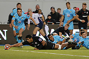 TRY 27-12 Saracens lock Will Skelton (5) scores a try during the Premiership Rugby Cup match between Saracens and Worcester Warriors at Allianz Park, Hendon, United Kingdom on 11 November 2018.