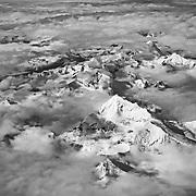 la cima del Cervino tra le nuvole