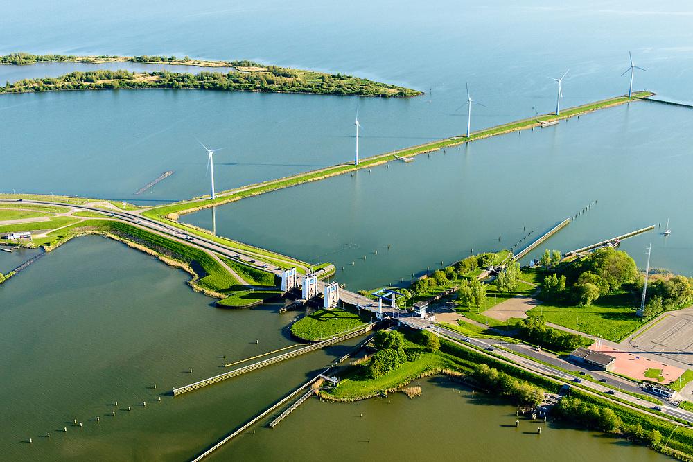 Nederland, Noord-Holland, Enkhuizen, 07-05-2018; Krabbersgatsluis, tussen Markermeer en IJsselmeer. Begin Houtribdijk,N302. Deze sluis is vervangen door het nabijgelegen Naviduct. Naast de schutsluis spuisluizen.<br /> Krabbersgatsluis, between Markermeer and IJsselmeer. This lock has been replaced by the nearby Naviduct.<br /> <br /> luchtfoto (toeslag op standard tarieven);<br /> aerial photo (additional fee required);<br /> copyright foto/photo Siebe Swart