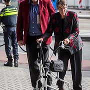 NLD/Amsterdam/20171014 - Besloten erdenkingsdienst overleden burgemeester Eberhard van der Laan, Jetta Klijnsma en partner Ard van Rijn