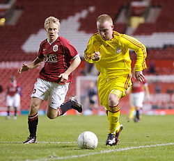 Manchester, England - Thursday, April 26, 2007: Liverpool's Ray Putterill and Manchester United's Daniel Galbraith during the FA Youth Cup Final 2nd Leg at Old Trafford. (Pic by David Rawcliffe/Propaganda)