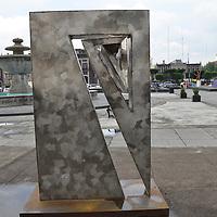 TOLUCA, México.- (Junio 28, 2017).- Esculturas de acero inoxidable engalanan la Plaza Ángel María Garibay, los visitantes y ciudadanos de Toluca pueden apreciarlas en su esplendor. Agencia MVT / José Hernández.