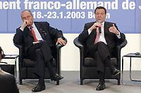 23 JAN 2003, BERLIN/GERMANY:<br /> Jacques Chirac (L), Praesident Frankreich, und Gerhard Schroeder (R), SPD, Bundeskanzler, waehrend einer Diskussion mit 500 Jugendlichen des deutsch-franzoesischen Jugendparlaments, Bundeskanzleramt<br /> IMAGE: 20030123-01-030<br /> KEYWORDS: Gerhard Schröder