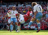 Photo: Daniel Hambury.<br />Arsenal v Aston Villa. The Barclays Premiership. 19/08/2006.<br />Arsenal's Theirry Henry (centre) shows all his skills.