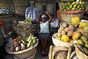 Port-au-Prince. .Marche? de fruits de la Place St-Pierre, Pe?tionville.Cette femme d'un certain a?ge semble sourire de satisfaction derrie?re son comptoir de fruits et le?gumes du petit marche? de la Place Saint-Pierre a? Pe?tion-Ville, situe?e.en haut de Port-au-Prince. Ce quartier est celui des beaux ho?tels, des bons restaurants, des galeries d'art et boutiques d'artisanat. Ce fut aussi le lieu de ville?giature des ge?ne?rations pre?ce?dentes, jusque dans les anne?es cinquante et soixante..