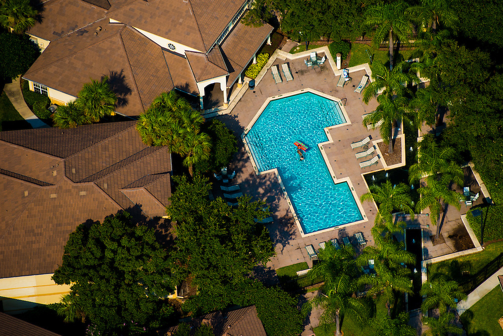 TAMPA, FLORIDA -- August 2013 --  Pool at a condominium.   (PHOTO / CHIP LITHERLAND)