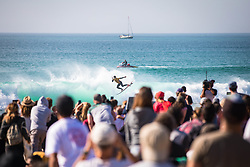 October 20, 2018 - Peniche, Portugal - Brazilian surfer Gabriel Medina on the wave below the public eye. (Credit Image: © Henrique Casinhas/NurPhoto via ZUMA Press)