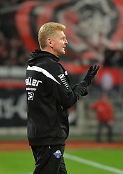 04.12.2015, Grundig Stadion, Nuernberg, GER, 2. FBL, 1. FC N&uuml;rnberg vs SC Paderborn 07, 17. Runde, im Bild Trainer Stefan Effenberg (SC Paderborn) veraergert nach dem Gegentreffer der Nuernberger zum 1:0. Im Hintergrund: Trainer Rene Weiler (1. FC Nuernberg) // during the 2nd German Bundesliga 17th round match between 1. FC N&uuml;rnberg and SC Paderborn 07  at the Grundig  Stadion in Nuernberg, Germany on 2015/12/04. EXPA Pictures &copy; 2015, PhotoCredit: EXPA/ Eibner-Pressefoto/ Merz<br /> <br /> *****ATTENTION - OUT of GER*****