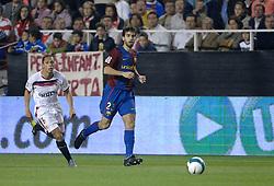 03-03-2007 VOETBAL: SEVILLA FC - BARCELONA: SEVILLA  <br /> Sevilla wint de topper met Barcelona met 2-1 / Oleguer - boarding unibet.com<br /> &copy;2006-WWW.FOTOHOOGENDOORN.NL