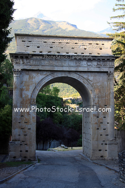 Italy, Piedmont (Piemonte) region, The ruins of Susa The triumphal Arch of Augustus, erected by the Romanized Sugusian chief to Augustus in 8 BC.