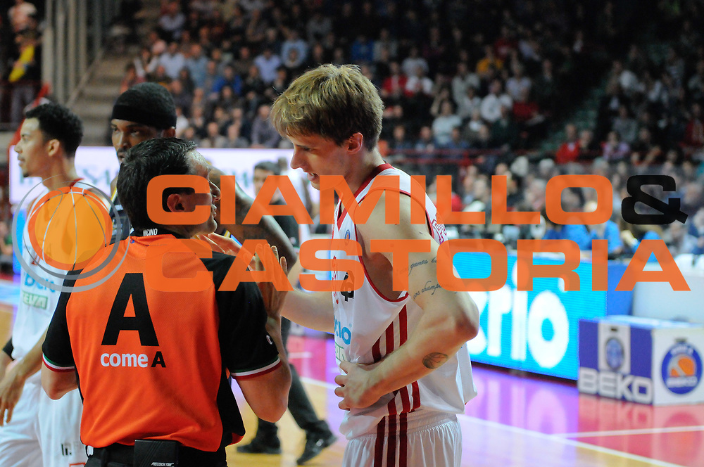 DESCRIZIONE : Varese Lega A 2013-14 Cimberio Varese Sutor Montegranaro<br /> GIOCATORE : Achille Polonara<br /> CATEGORIA : Fair Play<br /> SQUADRA : Sutor Montegranaro<br /> EVENTO : Campionato Lega A 2013-2014<br /> GARA : Cimberio Varese Sutor Montegranaro<br /> DATA : 09/03/2014<br /> SPORT : Pallacanestro <br /> AUTORE : Agenzia Ciamillo-Castoria/I.Mancini<br /> Galleria : Lega Basket A 2013-2014  <br /> Fotonotizia : Varese Lega A 2013-14 Cimberio Varese Sutor Montegranaro<br /> Predefinita :