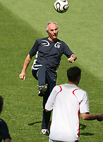 Photo: Chris Ratcliffe.<br /> England Training Session. FIFA World Cup 2006. 24/06/2006.<br /> Sven Goran Eriksson in training.