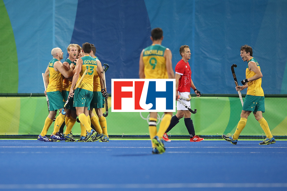 RIO DE JANEIRO, BRAZIL - AUGUST 10:  Australia celebrate with Aran Zalewski of Australia after he scored a goal during the men's pool A match between Great Britain and Australia on Day 5 of the Rio 2016 Olympic Games at the Olympic Hockey Centre on August 10, 2016 in Rio de Janeiro, Brazil.  (Photo by Mark Kolbe/Getty Images)