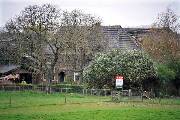 Nederland, Leur, 15-4-2012Deze boederij staat al lang te koop.Foto: Flip Franssen/Hollandse Hoogte