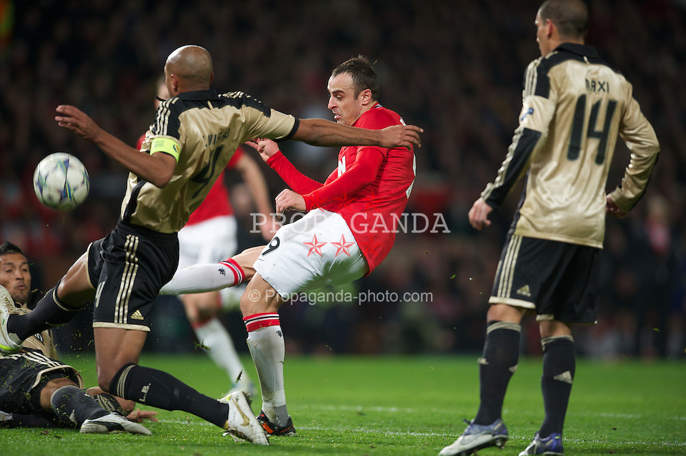 MANCHESTER, ENGLAND - Tuesday, November 22, 2011: Manchester United's Dimitar Berbatov misses a chance against SL Benfica during the UEFA Champions League Group C match at Old Trafford. (Pic by David Rawcliffe/Propaganda)