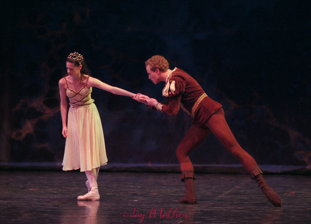 Sacramento Ballet production of Romeo and Juliet, February 9, 2000.  Sacramento Community Center..Tricia Sundbeck as Juliet.  Gennadi Saveliev as Romeo.