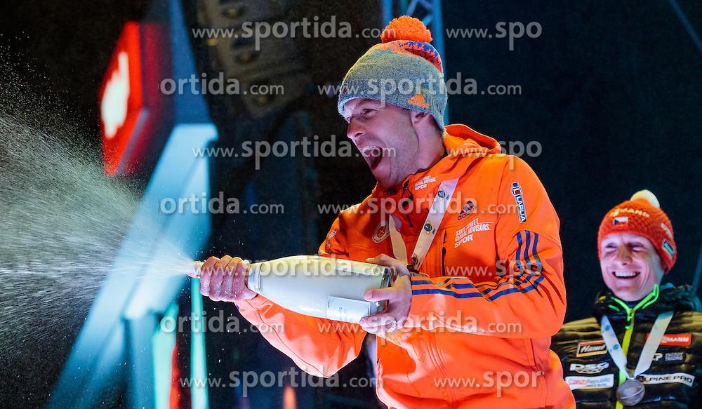 16.02.2017, Biathlonarena, Hochfilzen, AUT, IBU Weltmeisterschaften Biathlon, Hochfilzen 2017, Einzel Herren, Siegerehrung, im Bild Goldmedaillengewinner Lowell Bailey (USA), Silbermedaillengewinner Ondrej Moravec (CZE) // Winner and Gold Medalist Lowell Bailey of the USA Silver Medalist Ondrej Moravec of Czech Republic during Winer Award Ceremony of the individual Mens of the IBU Biathlon World Championships during Winner Award Ceremony of the individual Mens of the IBU Biathlon World Championships at the Biathlonarena in Hochfilzen, Austria on 2017/02/16. EXPA Pictures © 2017, PhotoCredit: EXPA/ JFK