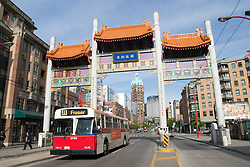 Vancouver, BC, Canada  05/maio/2005.Porta de entrada em Chinatown, bairro chines de Vancouver./ Entrance door in Chinatown, the chinese quarter of Vancouver..Foto Marcos Issa/Argosfoto