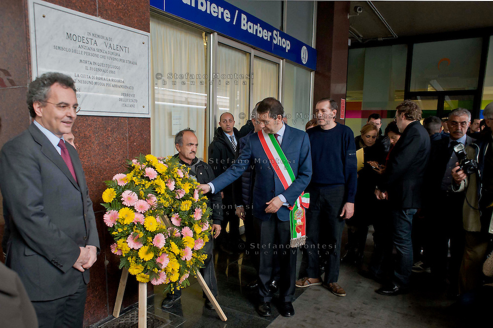 Roma 10 Marzo  2014.<br /> Inaugurata al binario 1 della Stazione Termini, una targa &laquo;In memoria di Modesta Valenti, anziana senza fissa dimora simbolo delle persone che vivono per strada morta in questo luogo il 31 gennaio 1983&raquo;. La targa &egrave; stata  scoperta alla presenza di, Ignazio Marino, sindaco di Roma , Marco Impagliazzo, presidente della Comunit&agrave; di Sant'Egidio.<br /> Rome March 10, 2014. <br /> Inaugurated to the binary 1's Termini train station, a plaque &quot;In memory of Modesta Valenti, symbol of the elderly homeless people living on the streets in this place died January 31, 1983.&quot; The plaque was discovered in the presence of, Ignazio Marino, Mayor of Rome, Marco Impagliazzo, president of the Community of Sant'Egidio.