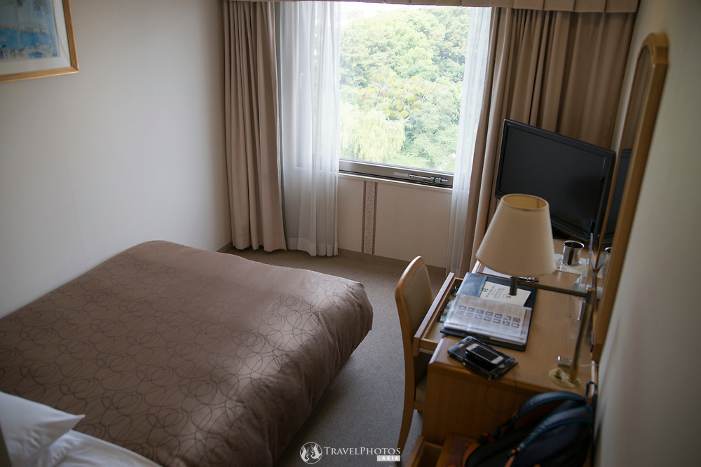 A typical Japanese business hotel. A semi-double that overlooks Matsuyama Castle.