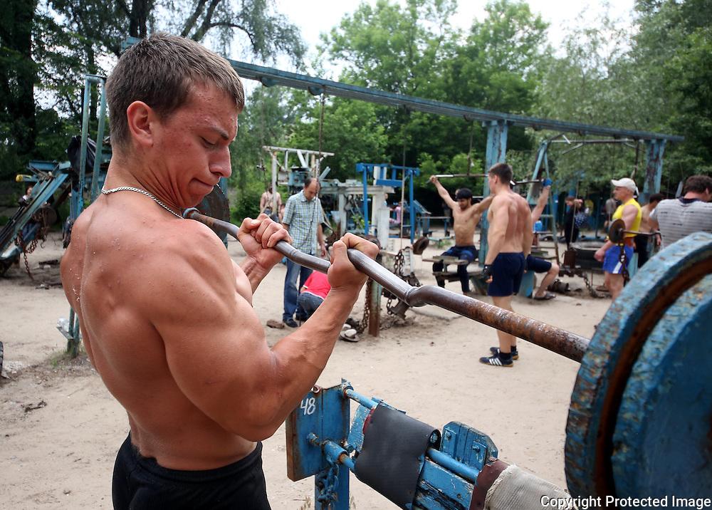 Hydropark Kiev Soviet Gym. Yura Rybchak works out. Photo Bohdan Warchomij