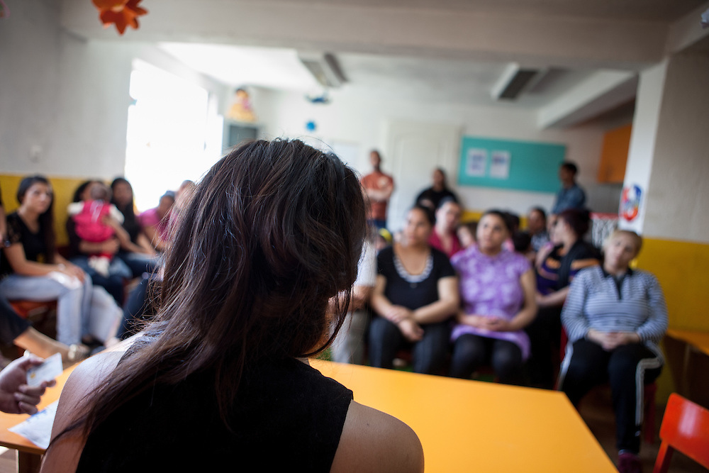 """Paralegal Romina Kajtazova during the workshop (community event) about """"Patients rights"""" for the Roma community at the local kindergarten in Crnik."""
