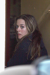 EXCLUSIVE - Alicia Silverstone whitout make-up and few spots on the face walking in Santa Monica, CA on Feb 6, 2007. Photo by VIPIX/ABACAPRESS.COM  | 115265_04 Los Angeles Etats-Unis United States