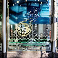 Nederland, Amsterdam, 29 november 2016.<br /> De gerestaureerde Beurspassage die het Damrak met de Nieuwendijk verbindt.<br /> Op 2 december gaat de Beurspassage aan het Damrak in Amsterdam officieel open. <br /> Met het imponerende plafond van 450 m2 glasmozaïek, de ambachtelijk vervaardigde terrazzo vloer, reusachtige art deco spiegels en vergulde kroonluchters is de Beurspassage een nieuw icoon voor de hoofdstad.<br /> <br /> Netherlands, Amsterdam, November 29, 2016.<br /> The restored Beurspassage that connects the Nieuwendijk to the Damrak. On 2 December the Beurspassage will officially open at the Damrak in Amsterdam.With the impressive ceiling of 450 m2 glass mosaic, the handcrafted terrazzo floor, huge art deco mirrors and gilded chandeliers the Beurspassage is a new icon for the capital.<br /> <br /> Foto: Jean-Pierre Jans