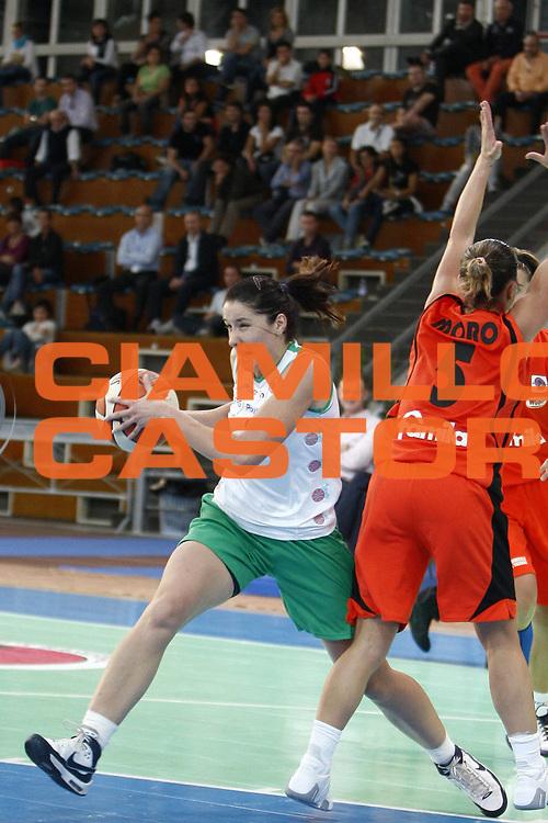 DESCRIZIONE : Napoli Palavesuvio LBF Opening Day Erg Power&amp;Gas Priolo Famila Schio<br /> GIOCATORE : Tanja Cirov<br /> SQUADRA : Erg Power&amp;Gas Priolo<br /> EVENTO : Campionato Lega Basket Femminile A1 2009-2010<br /> GARA : Erg Power&amp;Gas Priolo Famila Schio<br /> DATA : 11/10/2009 <br /> CATEGORIA : palleggio<br /> SPORT : Pallacanestro <br /> AUTORE : Agenzia Ciamillo-Castoria/E.Castoria