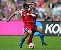 Fotball<br /> Bundesliga 2004/05<br /> Bayern München v Bochum<br /> 23. april 2005<br /> Foto: Digitalsport<br /> NORWAY ONLY<br /> Claudio Pizarro, Filip Tapalovic Bochum