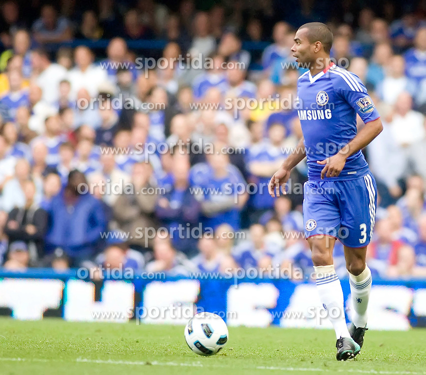 14.08.2010, Stamford Bridge, London, ENG, PL, FC Chelsea vs West Bromwich Albion, im Bild Chelsea's Ashley Cole. EXPA Pictures © 2010, PhotoCredit: EXPA/ IPS/ Mark Greenwood +++++ ATTENTION - OUT OF UK +++++ / SPORTIDA PHOTO AGENCY