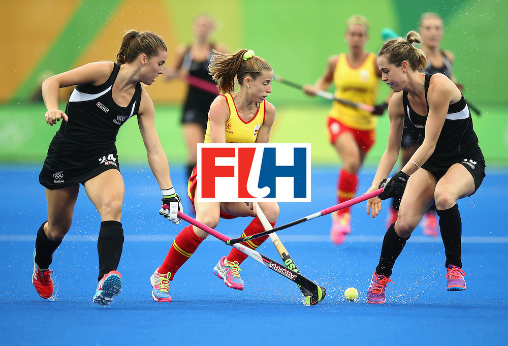 RIO DE JANEIRO, BRAZIL - AUGUST 10:  Berta Bonastre of Spain battles with Rose Keddell (24) and Samantha Charlton of New Zealand during the Women's Pool A Match between Spain and New Zealand on Day 5 of the Rio 2016 Olympic Games at the Olympic Hockey Centre on August 10, 2016 in Rio de Janeiro, Brazil.  (Photo by Mark Kolbe/Getty Images)