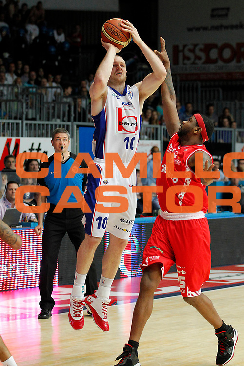 DESCRIZIONE : Cantu Lega A 2010-11 Quarti di finale Play off Gara 2 Bennet Cantu Cimberio Varese<br /> GIOCATORE : Maarten Leunen<br /> SQUADRA : Bennet Cantu<br /> EVENTO : Campionato Lega A 2010-2011<br /> GARA : Bennet Cantu Cimberio Varese<br /> DATA : 20/05/2011<br /> CATEGORIA : Tiro Three Points<br /> SPORT : Pallacanestro<br /> AUTORE : Agenzia Ciamillo-Castoria/G.Cottini<br /> Galleria : Lega Basket A 2010-2011<br /> Fotonotizia : Cantu Lega A 2010-11 Quarti di finale Play off Gara 2 Bennet Cantu Cimberio Varese<br /> Predefinita :