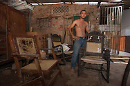 The rocking chair Momposina is a local tradition that is exported all over the world. In every house there is at least one Mompox. In a workshop.