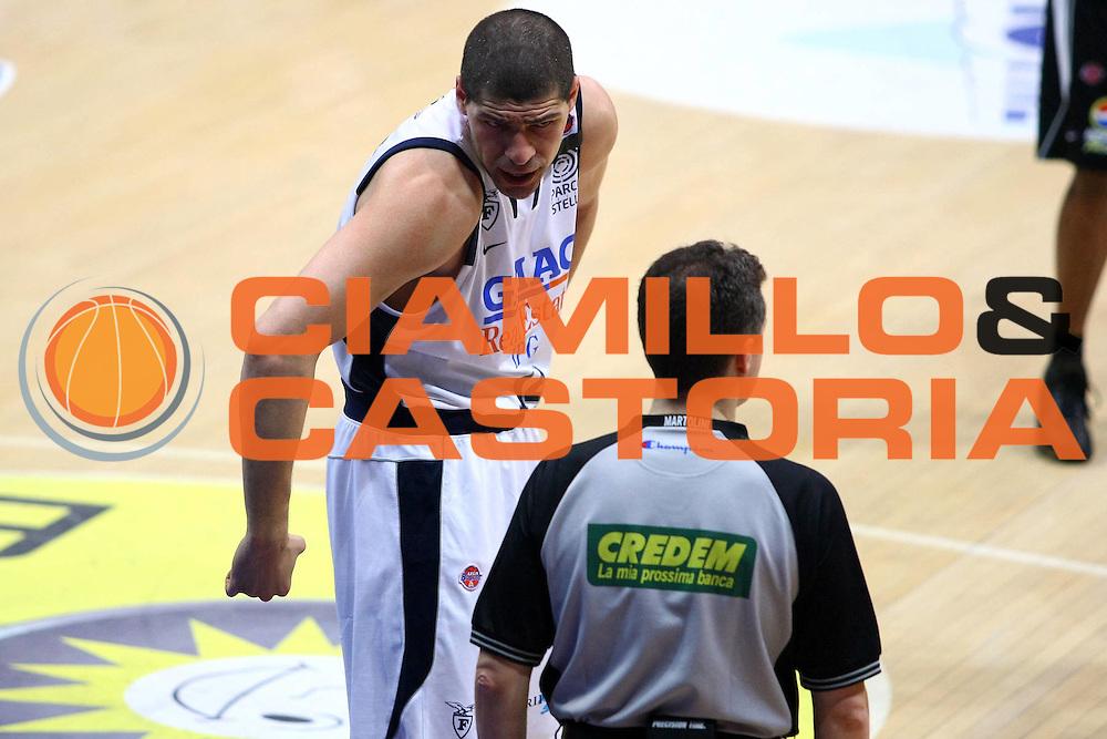 DESCRIZIONE : Bologna Lega A 2008-09 GMAC Fortitudo Bologna Eldo Caserta<br /> GIOCATORE : Lazaros Papadopoulos<br /> SQUADRA : GMAC Fortitudo Bologna AIAP<br /> EVENTO : Campionato Lega A 2008-2009<br /> GARA : GMAC Fortitudo Bologna Eldo Caserta<br /> DATA : 07/05/2009<br /> CATEGORIA : curiosita arbitro referees<br /> SPORT : Pallacanestro<br /> AUTORE : Agenzia Ciamillo-Castoria/M.Minarelli<br /> Galleria : Lega Basket A1 2008-2009<br /> Fotonotizia : Bologna Lega A 2008-2009 GMAC Fortitudo Bologna Eldo Caserta<br /> Predefinita :