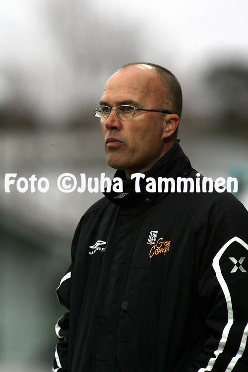 03.05.2007, Hietalahti, Vaasa, Finland..Veikkausliiga 2007 - Finnish League 2007.Vaasan Palloseura - Myllykosken Pallo-47.Valmentaja Jari Pyyk?l? - VPS.©Juha Tamminen.....ARK:k