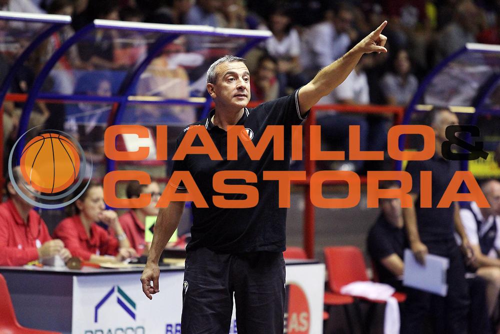 DESCRIZIONE : Cinisello Balsamo Lega A 2010-11 Amichevole Armani Jeans Milano Canadian Solar Virtus Bologna<br /> GIOCATORE : Lino Lardo<br /> SQUADRA : Canadian Solar Virtus Bologna<br /> EVENTO : Campionato Lega A 2010-2011<br /> GARA : Amichevole Armani Jeans Milano Canadian Solar Virtus Bologna<br /> DATA : 22/09/2010<br /> CATEGORIA : Ritratto<br /> SPORT : Pallacanestro<br /> AUTORE : Agenzia Ciamillo-Castoria/G.Cottini<br /> Galleria : Lega Basket A 2010-2011<br /> Fotonotizia : Cinisello Balsamo Lega A 2010-11 Amichevole Armani Jeans Milano Canadian Solar Virtus Bologna<br /> Predefinita :