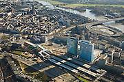 Nederland, Gelderland, Arnhem, 11-02-2008; centrum van de stad, gebied rond het centraal station met hoofdkantoren van Essent (links) en ingenieursburo Arcadis (rechts); aan de horizon de Eusebiustoren en de rivier de Neder-Rijn met boogbrug (John Frostbrug) en op- en afritten Mandelabrug; het gehele stationsgebied Arnhem Centraal wordt opnieuw ingericht, het station zelf wordt herbouwd; stationsgebied, herstructurering, stadsvernieuwing, stadsgezicht, hoogbouw, kantoren, kantoortoren, ingenieursbureau..luchtfoto (toeslag); aerial photo (additional fee required); .foto Siebe Swart / photo Siebe Swart