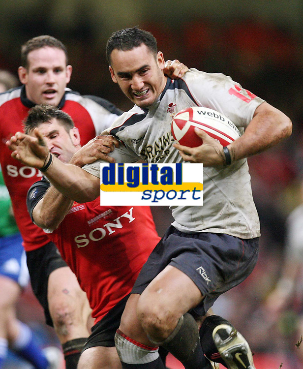 Photo: Rich Eaton.<br /> <br /> Wales v Canada. Invesco Perpetual Series. 17/11/2006. Sonny Parker right of Wales #12 shakes off another Canadian tackle