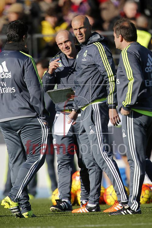 *BRAZIL ONLY* ATENÇÃO EDITOR, FOTO EMBARGADA PARA VEÍCULOS INTERNACIONAIS* O francês Zinédine Zidane comanda treino do Real Madrid nesta terça-feira (5) em Madri, Espanha. Foto: Wenn/FramePhoto