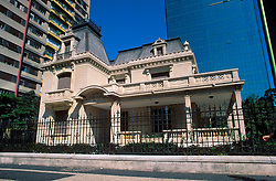 Sao Paulo, Sao Paulo, Brasil. 1997..Casa das Rosas, é um dos poucos casarões dos barões do café que ainda restam na avenida Paulista. Contruida em 1928 pelo arquiteto Ramos de Azevedo./ The House of the Roses is one of the few buildings of the Coffee Barons from the beginning of the XX century that still remains in Paulista Avenue. It was built in 1928 by the architect Ramos de Azevedo..Foto © Adri Felden/Argosfoto