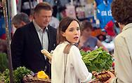 Roma 28 Luglio 2011.Il set del  film The Bob Decameron di Woody Allen, al mercato di Campo de Fiori.Ellen Page, attrice  sul set del film di Woody Allen