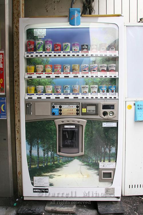 Mar 3, 2006; Tokyo, JPN; Akihabara.Vending machine at Akihibara Station...Photo Credit: Darrell Miho .Copyright © 2006 Darrell Miho .