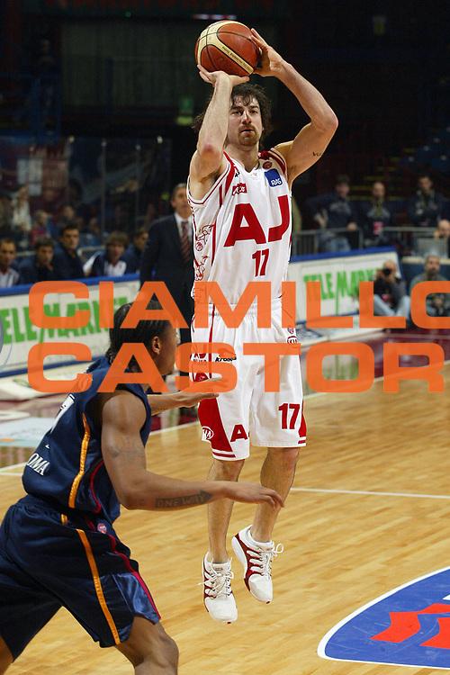 DESCRIZIONE : Milano Lega A1 2005-06 Armani Jeans Milano Lottomatica Virtus Roma <br /> GIOCATORE : Calabria <br /> SQUADRA : Armani Jeans Milano <br /> EVENTO : Campionato Lega A1 2005-2006 <br /> GARA : Armani Jeans Milano Lottomatica Virtus Roma <br /> DATA : 21/01/2006 <br /> CATEGORIA : Tiro <br /> SPORT : Pallacanestro <br /> AUTORE : Agenzia Ciamillo-Castoria/G.Ciamillo <br /> Galleria : Lega Basket A1 2005-2006 <br /> Fotonotizia : Milano Campionato Italiano Lega A1 2005-2006 Armani Jeans Milano Lottomatica Virtus Roma <br /> Predefinita :