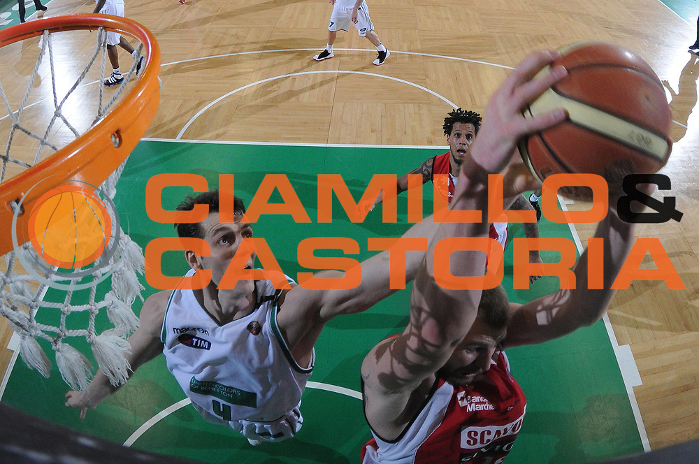 DESCRIZIONE : Treviso Lega A 2011-12 Benetton Basket Treviso Scavolini Siviglia Pesaro<br /> GIOCATORE : benjamin ortner<br /> CATEGORIA : rimbalzo super special<br /> SQUADRA : Benetton Basket Treviso Scavolini Siviglia Pesaro<br /> EVENTO : Campionato Lega A 2011-2012<br /> GARA : Benetton Basket Treviso Scavolini Siviglia Pesaro<br /> DATA : 07/03/2012<br /> SPORT : Pallacanestro<br /> AUTORE : Agenzia Ciamillo-Castoria/M.Gregolin<br /> Galleria : Lega Basket A 2011-2012<br /> Fotonotizia :  Treviso Lega A 2011-12 Benetton Basket Treviso Scavolini Siviglia Pesaro<br /> Predefinita :