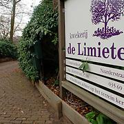 NLD/Huizen/20060104 - Ingang van kwekerij de Limieten Naarderstraat Huizen