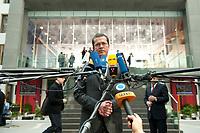 12 APR 2010, BERLIN/GERMANY:<br /> Karl-Theodor zu Guttenberg, CDU, Bundesverteidigungsminister, gibt noch ein Statement, nach einer Pressekonferenz zur Vorstellung der Strukturkommission der Bundeswehr, Bundespressekonferenz<br /> IMAGE: 20100412-01-048<br /> KEYWORDS: Mikrofon, microphone